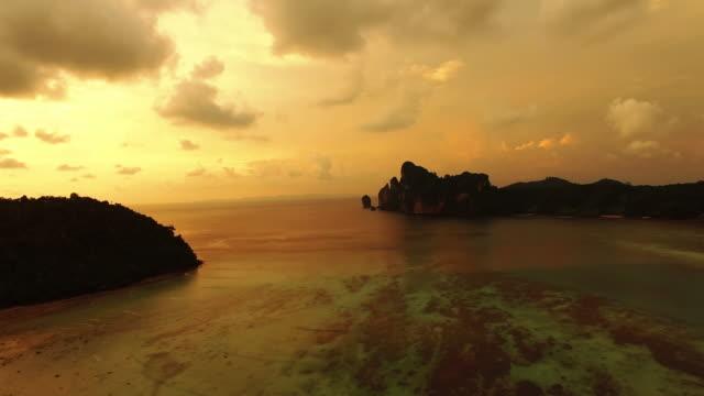 beautiful sunset, thailand - ekoturystyka filmów i materiałów b-roll