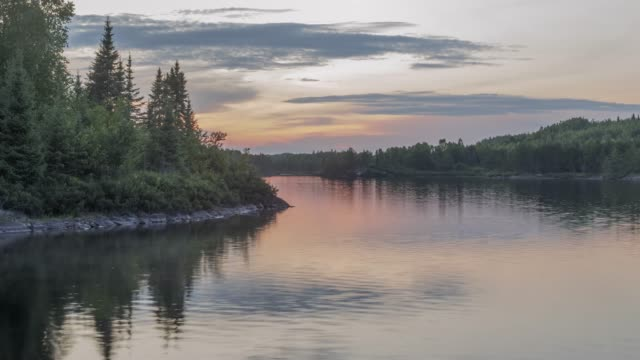 a beautiful sunset timelapse in the boundary waters of northern minnesota - дикая местность стоковые видео и кадры b-roll