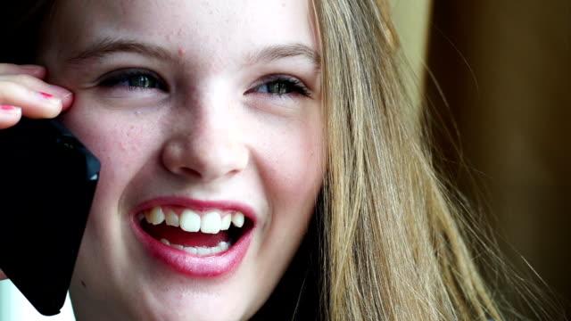 beautiful teenager smiling at camera - endast en tonårsflicka bildbanksvideor och videomaterial från bakom kulisserna