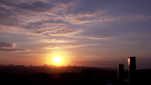 vídeos de stock e filmes b-roll de beautiful time lapse sunset, turkey - linha do horizonte sobre terra