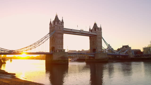 WS Beautiful Tower Bridge at dawn video