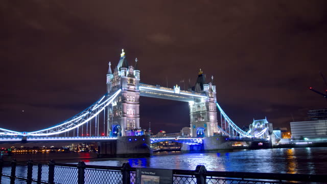 HD TIME LAPSE: Beautiful Tower Bridge In The Evening video