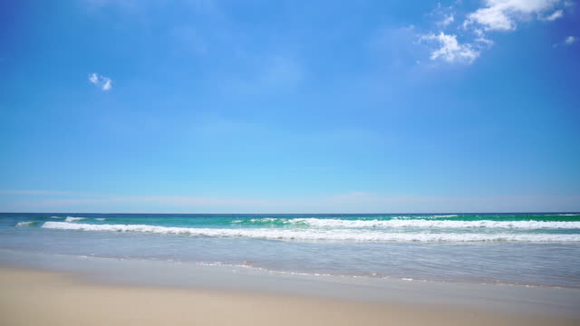 beautiful tropical beach with blue sky and white cloud background. summer vacation and nature environment concept. - horyzont wodny filmów i materiałów b-roll