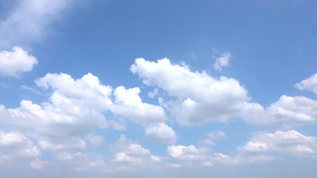 vídeos de stock e filmes b-roll de beautiful universally cloudscape background, time lapse - sky
