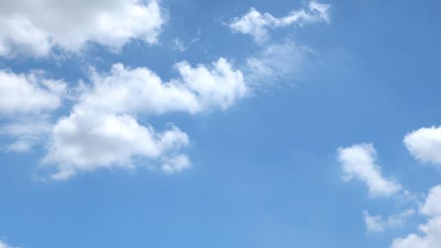 vídeos y material grabado en eventos de stock de hermoso fondo universalmente cloudscape, time lapse. - blue sky
