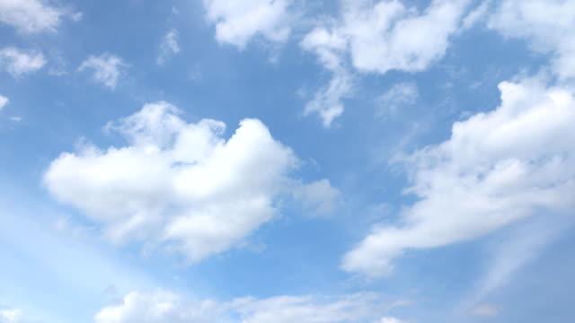 美しい普遍的に雲並みの背景、タイムラプス。 - ローアングル点の映像素材/bロール
