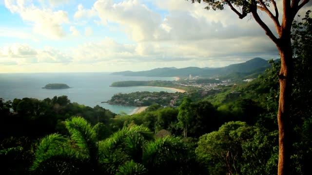 vídeos de stock, filmes e b-roll de bela forma kata ponto de vista - phuket