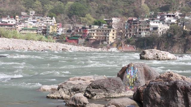 beautiful view of ganga river in rishikesh. - ghat filmów i materiałów b-roll