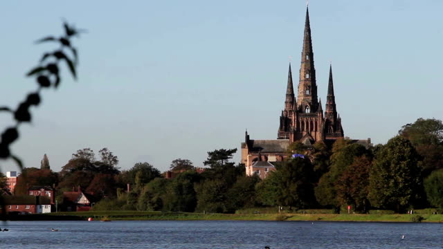 beautiful view of lichfield cathedral over stowe pool with ducks - katedral bildbanksvideor och videomaterial från bakom kulisserna