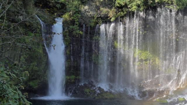 白糸の美しい景色が日本に ビデオ