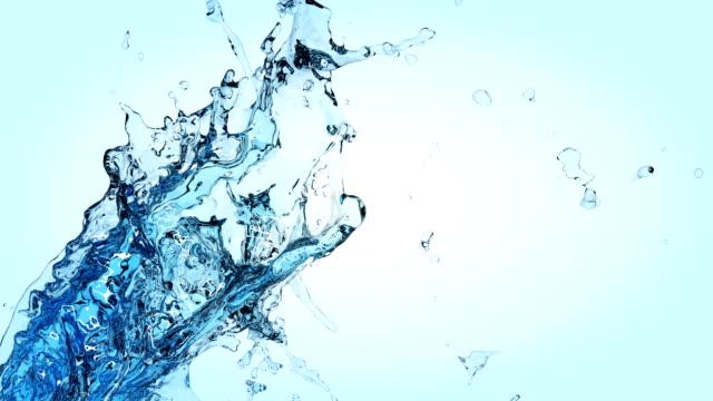 spruzzi di acqua bella al rallentatore. - comparsa video stock e b–roll