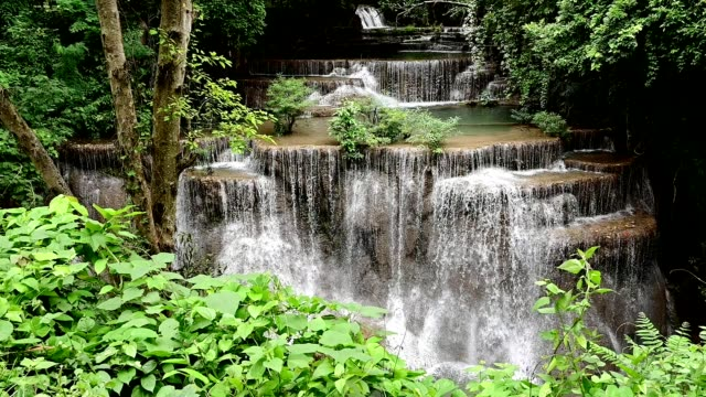 beautiful waterfall is name hua mae kamin waterfall in erawan national park, kanchanaburi province, thailand. - водопад стоковые видео и кадры b-roll