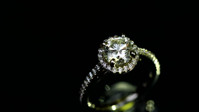 beautiful wedding ring and engagement ring, 4k. - помолвка стоковые видео и кадры b-roll