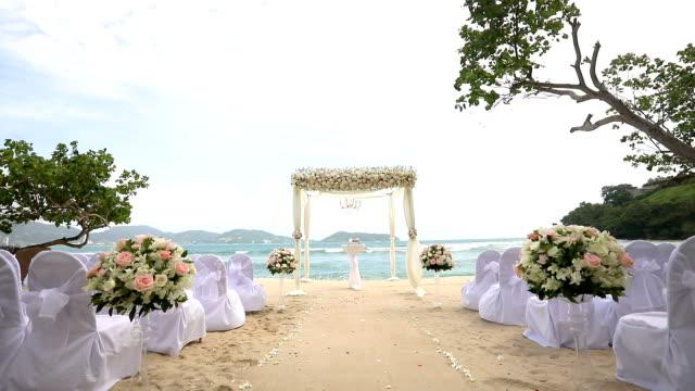 美しい結婚式は海の上を設定します。 - 結婚式点の映像素材/bロール