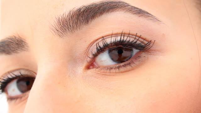 美しい女性の目。 - まつげ点の映像素材/bロール