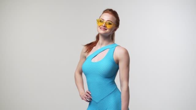 stockvideo's en b-roll-footage met mooie vrouw poseren in romper in studio - handen op de heupen