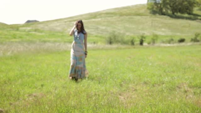 beautiful woman walking toward camera in nature - intoning bildbanksvideor och videomaterial från bakom kulisserna