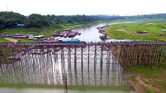 beautiful wooden pedestrian bridge cross river in the morning - burma home do стоковые видео и кадры b-roll