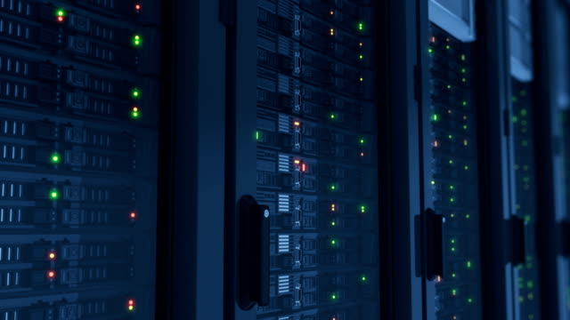 schöne arbeiten server nahaufnahme im modernen rechenzentrum. cloud-computing-datenspeicherung blinkenden lichtern. schwere 3d-rendering. 3d animation geloopt. - netzwerkserver stock-videos und b-roll-filmmaterial
