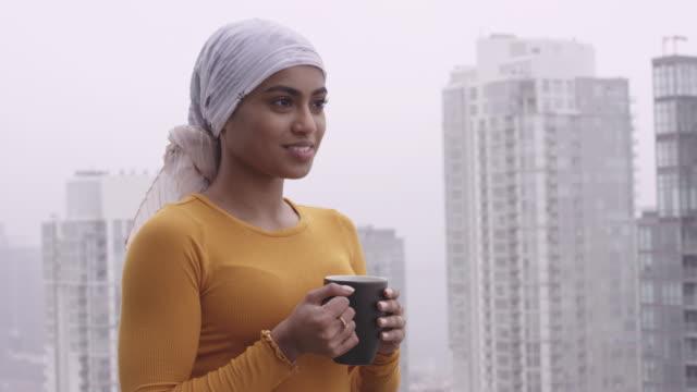stockvideo's en b-roll-footage met mooie jonge etnische vrouw met kanker - breast cancer