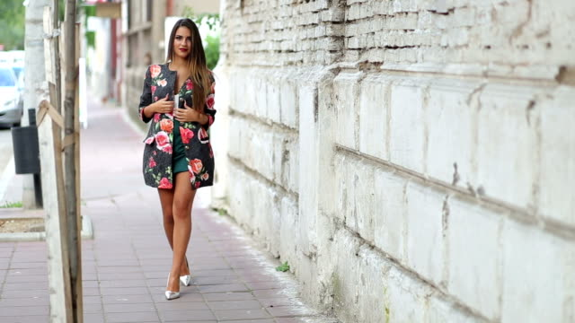 stockvideo's en b-roll-footage met beautiful young fashion model - summer style