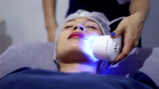 schönheitsklinik. - kosmetische behandlung stock-videos und b-roll-filmmaterial
