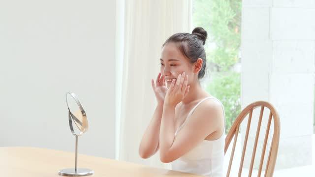 美しさのイメージ,笑顔のアジア女性 - スキンケア点の映像素材/bロール