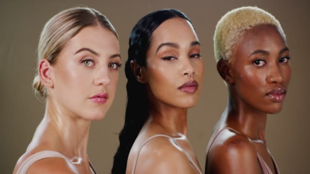 beauty is found in diversity - amicizia tra donne video stock e b–roll