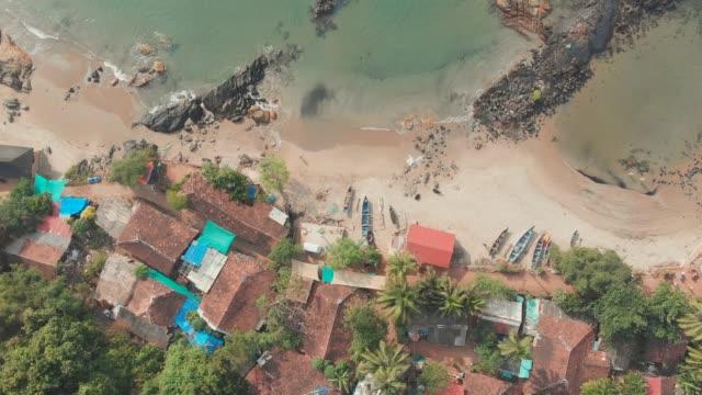 skönhet pathem strand flygfoto landskap, goa stat i indien - stenhus bildbanksvideor och videomaterial från bakom kulisserna