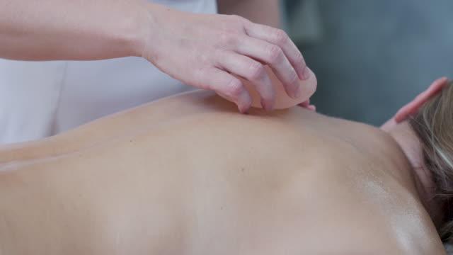 beauty treatments and massage - terapia lastone filmów i materiałów b-roll