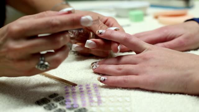 Schönheit Frauen Nägel. – Video
