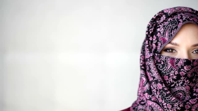 skönhet unga arabiska kvinna - anständig klädsel bildbanksvideor och videomaterial från bakom kulisserna