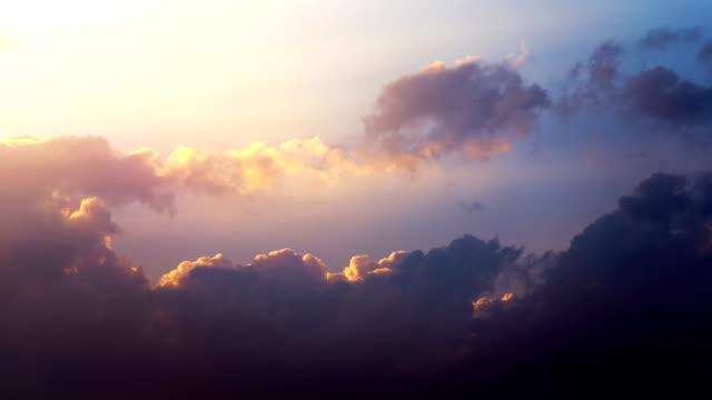 vídeos de stock e filmes b-roll de beautyful sunset - above the clouds