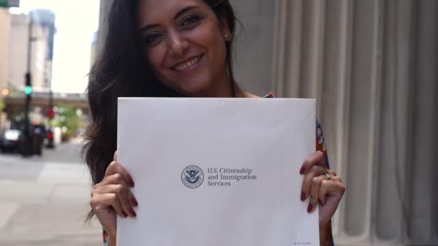 diventare cittadino americano - cittadina video stock e b–roll