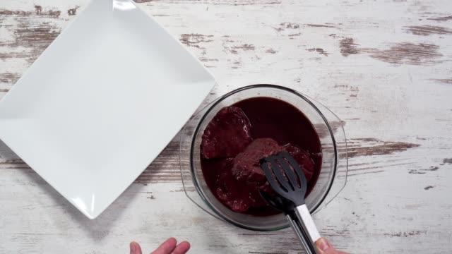 nötkött i marinad - marinad bildbanksvideor och videomaterial från bakom kulisserna
