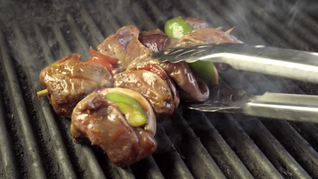 beef shish kebab on a fiery grill with onion and bell pepper - spiedino video stock e b–roll
