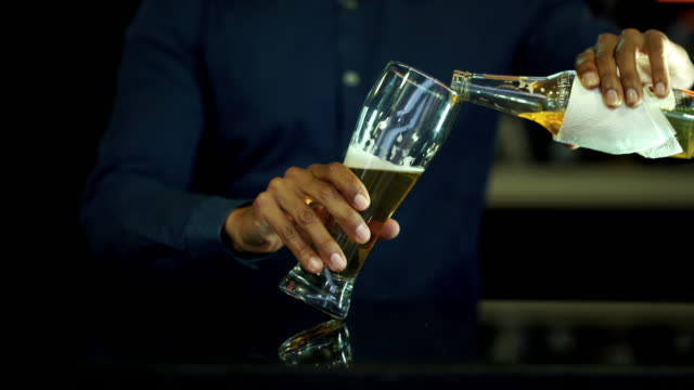beer pour in glass video