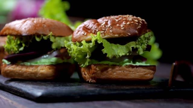 ビートサンドイッチ - ベジタリアン料理点の映像素材/bロール