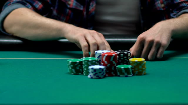 beginner poker player throwing off his cards losing all money, gambling business - потеря стоковые видео и кадры b-roll