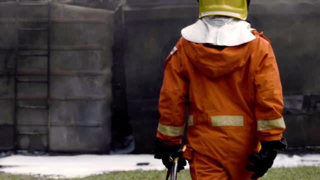 vídeos y material grabado en eventos de stock de detrás de los bomberos - brigada