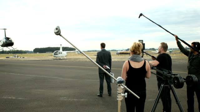 뒤에 장면 전문 영화 승무원 - 영화 촬영 스톡 비디오 및 b-롤 화면