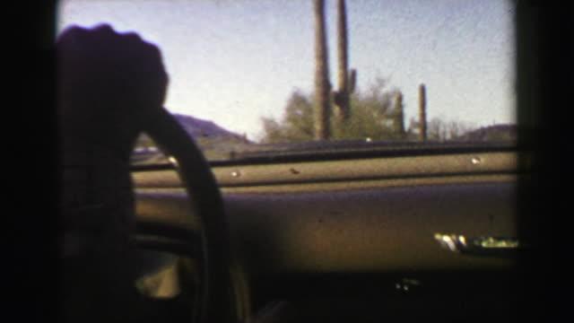 vidéos et rushes de 1951: derrière la vue roue voiture cadillac organ pipe cactus parc de monument national. - film d'archive