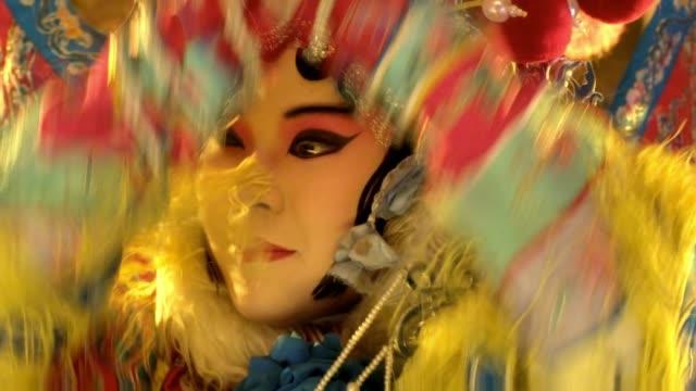 vídeos de stock, filmes e b-roll de rosto de atriz de ópera de beijing - arte, cultura e espetáculo