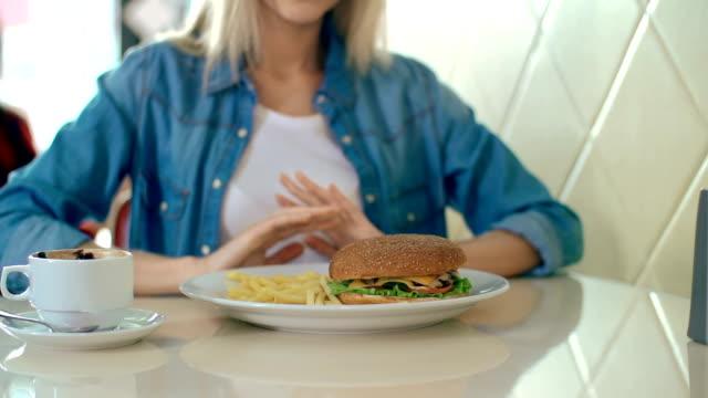 vídeos y material grabado en eventos de stock de participación en buena forma - gastronomía fina