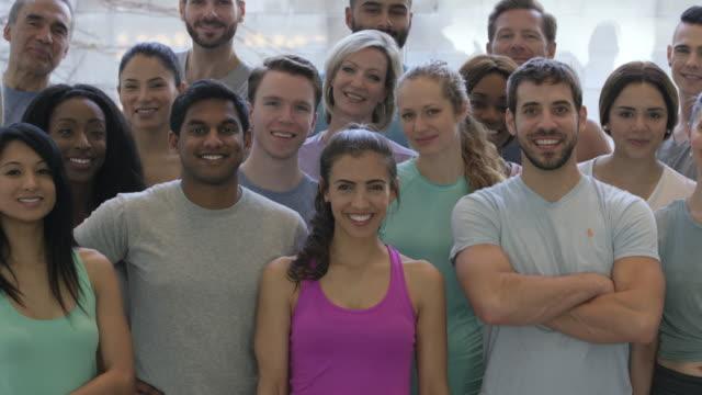en del av en fitness-grupp - gym skratt bildbanksvideor och videomaterial från bakom kulisserna
