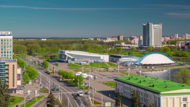weißrussland minsk sonnentag gewinner avenue dach stadtpanorama 4k zeitraffer - weißrussland stock-videos und b-roll-filmmaterial