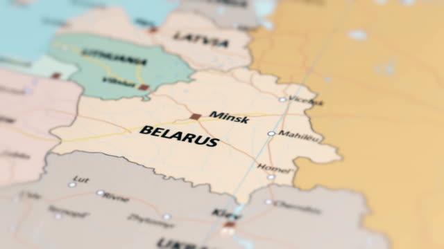 europa belarus auf weltkarte - weißrussland stock-videos und b-roll-filmmaterial