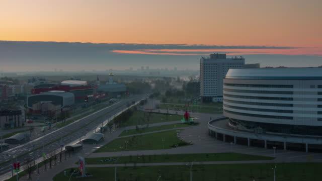 vídeos y material grabado en eventos de stock de belarús sunset minsk arena área cubierta superior panorama 4k lapso de tiempo - bielorrusia