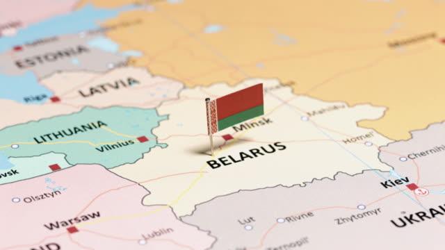 weißrussland mit nationalflagge - weißrussland stock-videos und b-roll-filmmaterial