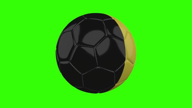 vídeos de stock, filmes e b-roll de bandeira da bélgica na bola gira em fundo alfa verde transparente, loop - futebol internacional